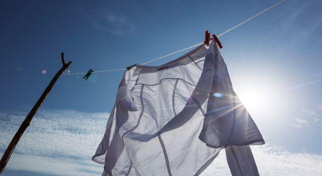 どんな汚れも30秒で落ちる!?手のひらサイズの洗濯機「COTON」