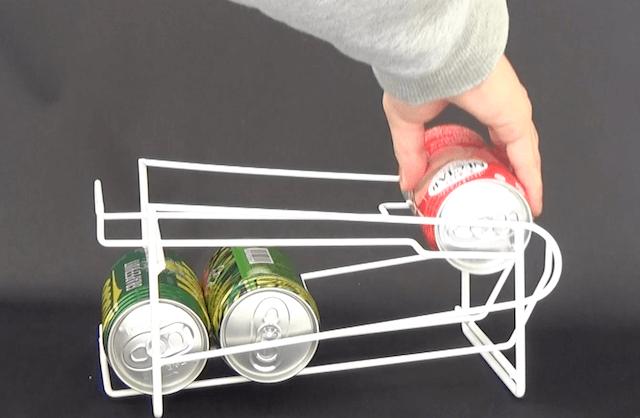 キンキンに冷えたビールが飲みたい!一番古い缶飲料を取り出せる「コロコロ缶ラック」が便利すぎ♪