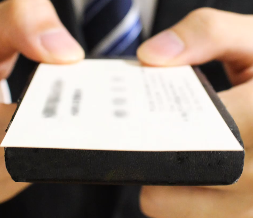 デスク周りをすっきり!名刺からメモまでペタペタ貼れちゃう「ラッケージ」
